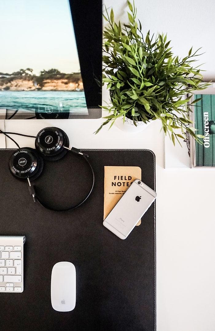 home desk arrangement